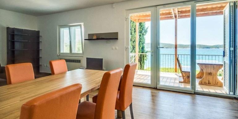 sibenik-umgebung- haus direkt am meer - terra dalmatica immobilien, Hause und garten